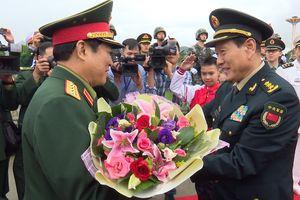 Bộ trưởng Quốc phòng Việt Nam và Bộ trưởng Quốc phòng Trung Quốc chứng kiến tuần tra chung trên sông