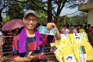 CĐV Myanmar bình thản xếp hàng, tin tưởng chính phủ 'bóp chết' nạn phe vé