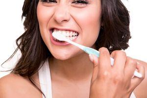Vì sao lại bị chảy máu nướu răng khi đánh răng?