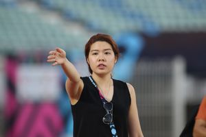 Bóng hồng đặc biệt trong buổi tập làm quen sân của thầy trò HLV Park Hang-seo