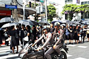 Tống tiền du khách nước ngoài, 2 cảnh sát Bangkok bị sa thải