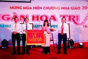 ĐH Đông Á nhận Cờ thi đua của Bộ GD&ĐT