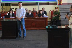 Phan Sào Nam bật khóc nhắc tới vợ và 3 con nhỏ đang đi ở trọ