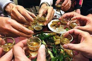 Khi uống rượu hãy nhớ tới cảnh bố, mẹ, vợ, con gào khóc ở viện