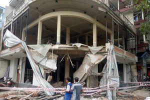 TP.HCM: Sập công trình xây dựng nhà 2 tầng, hai công nhân nguy kịch