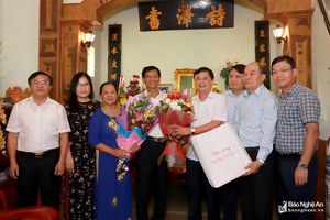 Chủ tịch UBND tỉnh thăm, chúc mừng các nhà giáo ưu tú nhân Ngày Nhà giáo Việt Nam