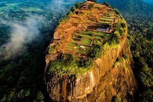 Lâu đài cổ trên cao nguyên đá