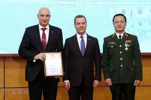 Thủ tướng Nga thăm, trao phần thưởng tặng Trung tâm Nhiệt đới Việt-Nga
