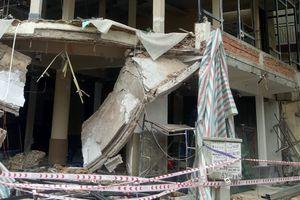 Sập ban công nhà đang sửa, hai công nhân bị thương nặng
