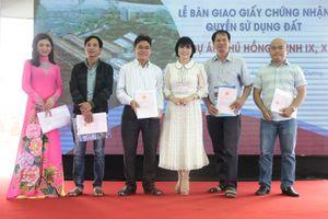 Bàn giao GCNQSDĐ cho khách hàng dự án Phú Hồng Thịnh 9, 10