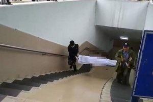 Hà Nội: Phát hiện người đàn ông chết cứng dưới hầm đi bộ