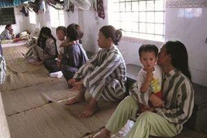 Đại biểu Quốc hội băn khoăn với quy định cho trẻ em theo bố vào trại giam