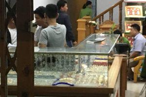 Táo tợn dùng búa cướp tiệm vàng ở Quảng Nam