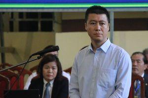 Phan Sào Nam bật khóc tại phiên tòa khi nhắc tới vợ con