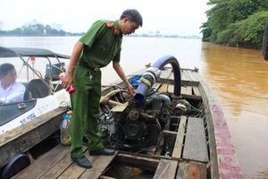 Liên tục phát hiện ghe hút cát lậu trên sông Đồng Nai