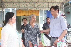 Chủ tịch UBND tỉnh Khánh Hòa thăm gia đình có người chết do sạt lở núi