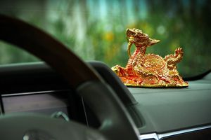 Người Việt kiêng kỵ điều gì khi dùng vật phẩm trang trí ô tô?
