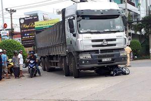 Mẹ tử vong, con gái trọng thương sau va chạm xe tải