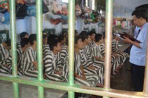 Có nên cho trẻ em dưới 36 tháng tuổi sống cùng bố trong trại giam?