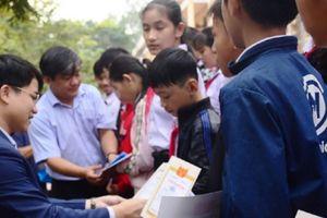 Học bổng 'Vì trẻ em Việt Nam' đến Tịnh Hà (Quảng Ngãi)