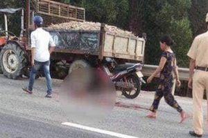 Xe máy va chạm xe công nông chở sắn, gia đình 4 người thương vong