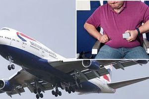 'Thương tổn' vì ngồi cạnh người khổng lồ, hành khách đòi bồi thường 300 triệu