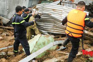 Lực lượng PCCC và CNCH gồng mình cùng người dân khắc phục lũ quét ở Nha Trang