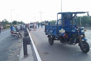 Tông vào xe ba gác chở thanh nhôm, nam thanh niên tử vong ở Sài Gòn