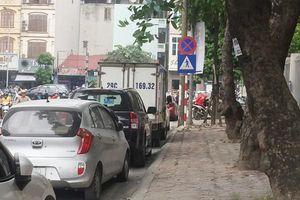 Bãi rác lộ thiên trên đường Đào Duy Anh