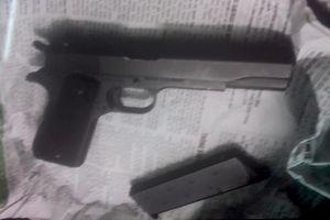 Gí súng vào đầu giám đốc quỹ tín dụng để cướp tiền