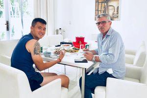 Công Vinh mời cơm thân mật HLV Calisto kỷ niệm 10 năm vô địch AFF Cup