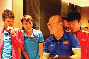 Tuyển thủ Việt Nam vẽ tranh tặng HLV Park Hang-seo nhân dịp 20/11