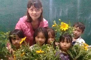 Những món quà khiến thầy cô rơi nước mắt trong Ngày Nhà giáo Việt Nam