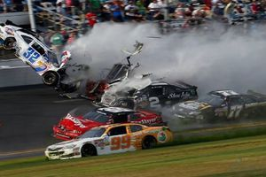 Từ vụ tai nạn của nữ tay đua 17 tuổi: Nhìn lại những khoảnh khắc kinh hoàng trong giới đua xe