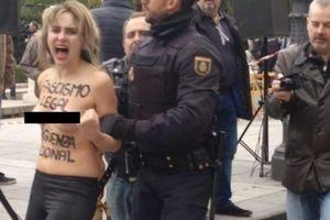 Nhóm phụ nữ ngực trần náo loạn đường phố Madrid