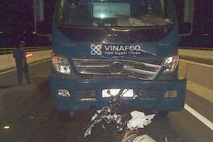 Ôtô tải va chạm mạnh với xe máy trên cầu Cao Lãnh, 2 cô gái tử vong