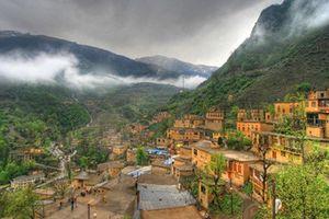 Đột nhập ngôi làng trên núi toàn nhà mái bằng