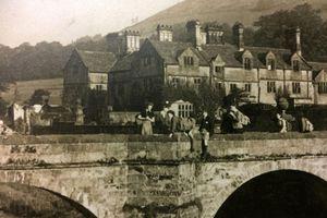 Kinh ngạc ngôi làng bị 'xóa sổ' 80 năm bất ngờ lộ thiên