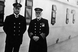 Bán đấu giá chiếc gương có thể cất giữ 'hồn ma' thuyền trưởng tàu Titanic