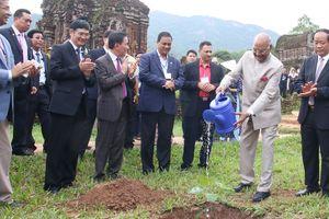 Tổng thống Ấn Độ trồng cây bồ đề đất Phật tại Mỹ Sơn
