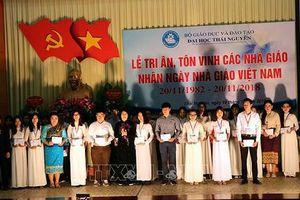 Phó Chủ tịch nước Đặng Thị Ngọc Thịnh trao 30 suất học bổng cho sinh viên