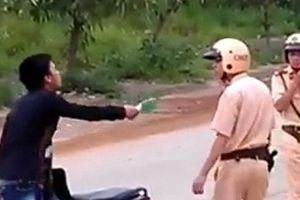 Bắt khẩn cấp gã trai làng đâm trọng thương 2 CSGT