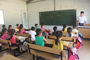 Lớp học tạm sau lũ ở Trung Sơn