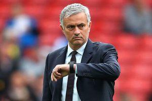 MU choáng vụ mua Koulibaly, Mourinho rời Old Trafford đi