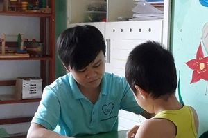 Nỗi lòng của thầy giáo dạy trẻ tự kỷ