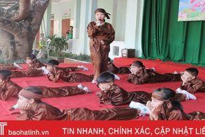 Học sinh tiểu học Xuân Phổ hát dân ca mừng thầy cô nhân ngày 20/11