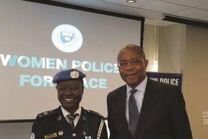 Trao giải Nữ sĩ quan Gìn giữ hòa bình năm 2018 cho bà Phyllis Osei