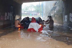 Cứu trợ khẩn cấp người dân bị thiệt hại do lũ tại Khánh Hòa
