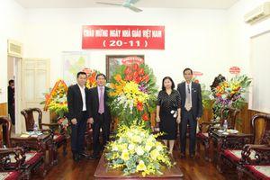 Chủ tịch LĐLĐ Thành phố Nguyễn Thị Tuyến thăm, chúc mừng Ngày Nhà giáo Việt Nam