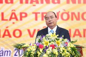 Thủ tướng Nguyễn Xuân Phúc thăm lại trường xưa
